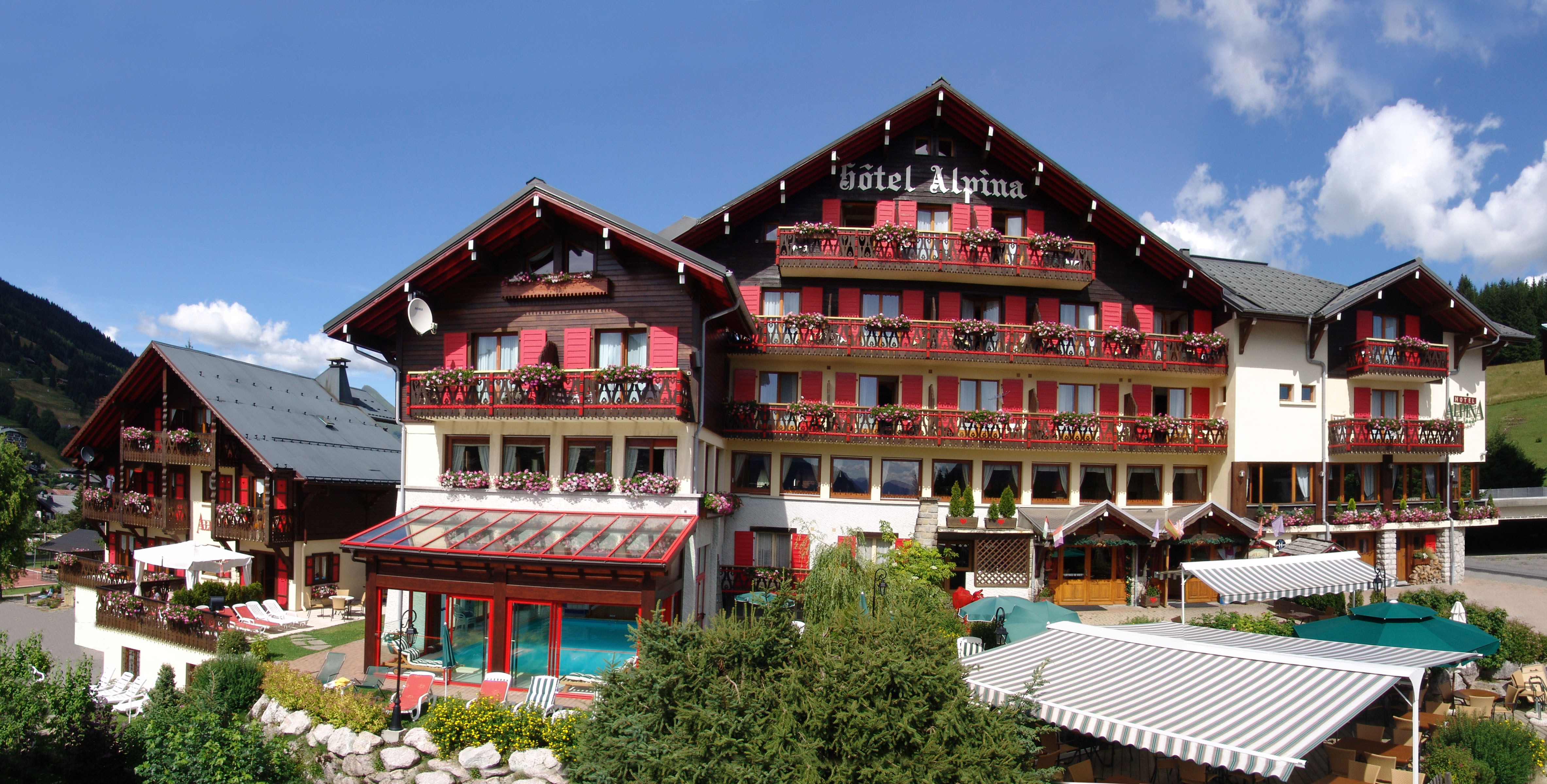 Alpina resort for Piscine les gets